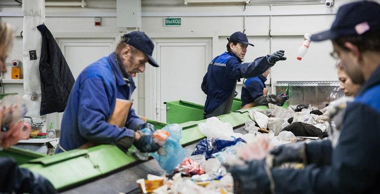Процесс сортировки пластика